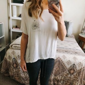 American Eagle Lotus & Moon Graphic High-Low Tee